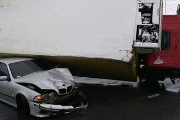 В Виннице грузовик раздавил легковушку с водителем