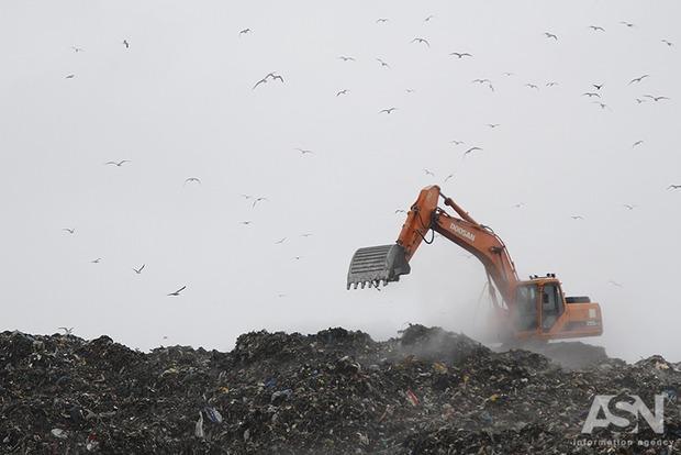 В мусорную свалку под Киевом закопают почти 4 млн грн
