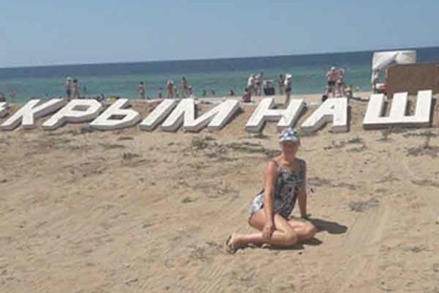 Для туристов, которых нет. В Евпатории на пустынном пляже выложили надпись «Крымнаш»