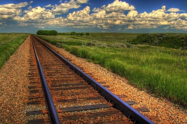 Медведев распорядился начать строительство железной дороги в Ростовскую область в обход Украины