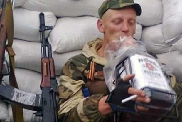 На Донбассе боевик порезал ножом двух мирных жителей и своего соратника