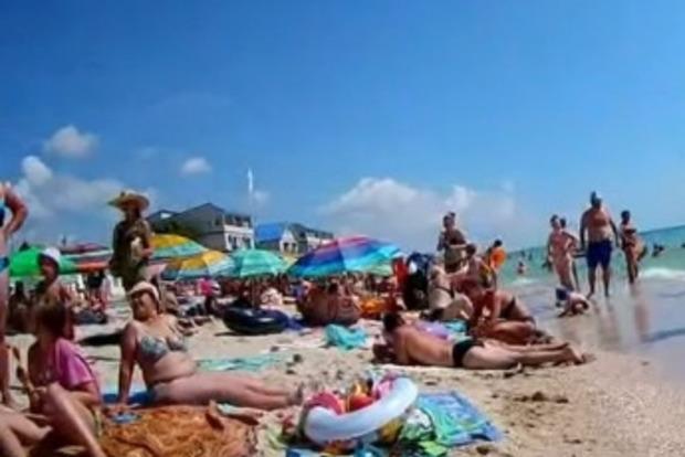 Высокий сезон: пляжи Кирилловки забиты отдыхающими