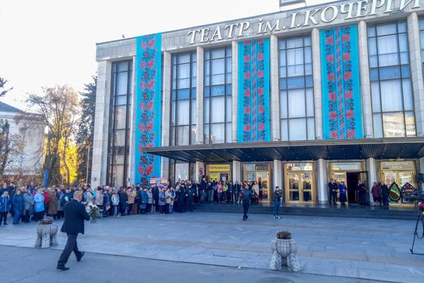 В Житомире проходит прощание с актрисой Мариной Поплавской