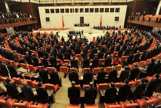 В Турции парламентская комиссия одобрила поправки в Конституцию