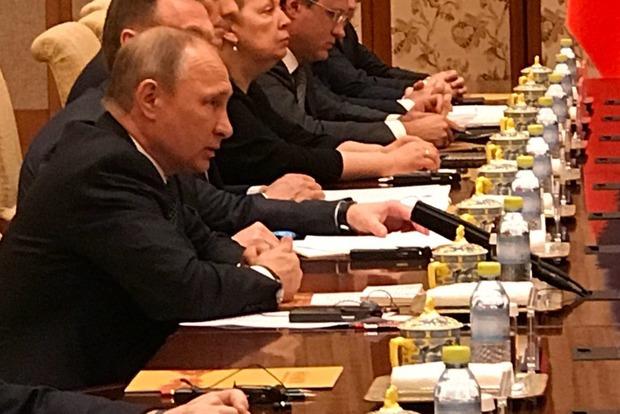 Путин сыграл на рояле на встрече с президентом Китая Си Цзиньпином
