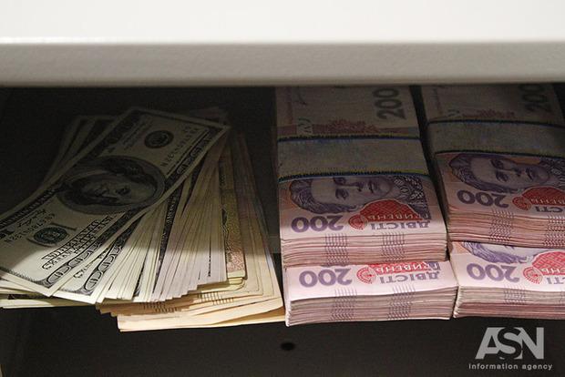 Нацбанк резко ослабил гривну: официальный курс