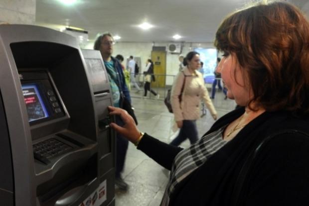 Киевсовет объявил конкурс на размещение 50 банкоматов в метро
