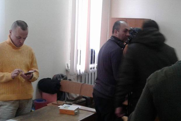 Пострадавшие майдановцы, заблокировавшие зал суда в Киеве, требуют встречи с Президентом
