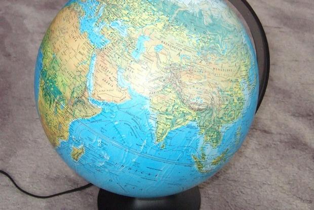 Книжный магазин изымет из продажи глобусы с неукраинским Крымом