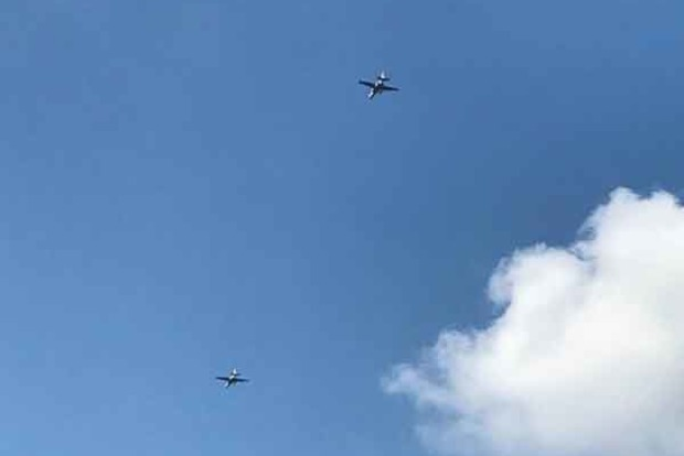 Над Мариуполем пролетели боевые самолеты. Сорвана крыша дома