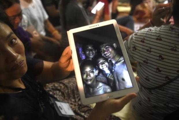 Началась эвакуация детей из затопленной пещеры в Таиланде