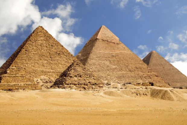 Черные археологи нашли древнее захоронение у пирамиды Хеопса