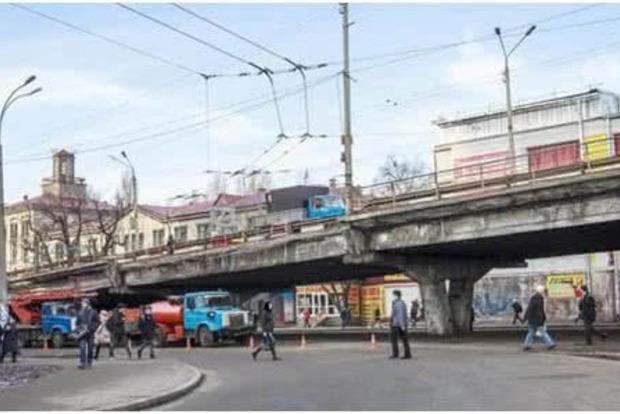 На ремонте Шулявского моста больше полмиллиарда гривен заработает фирма помощника надрепа