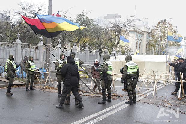 Аваков распорядился снять усиленную охрану с хлама под Радой