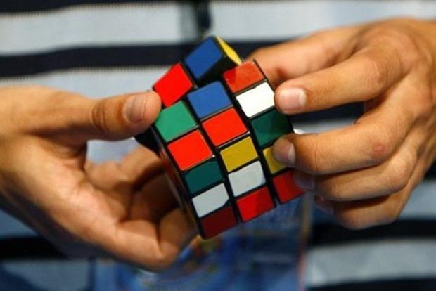 15-летний подросток установил новый мировой рекорд по сборке кубика Рубика