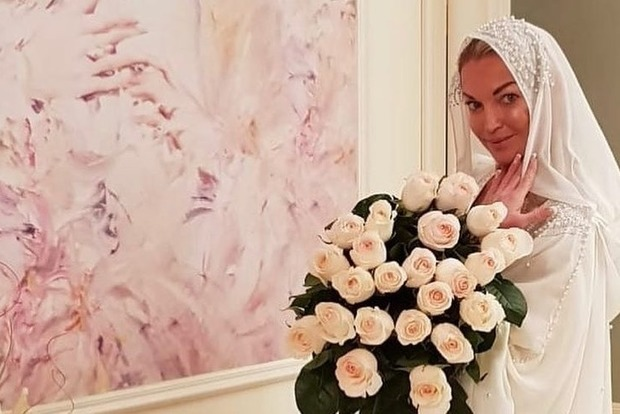 Настя, тебя ж никто не возьмет! Волочкову затравили за свадебный хиджаб