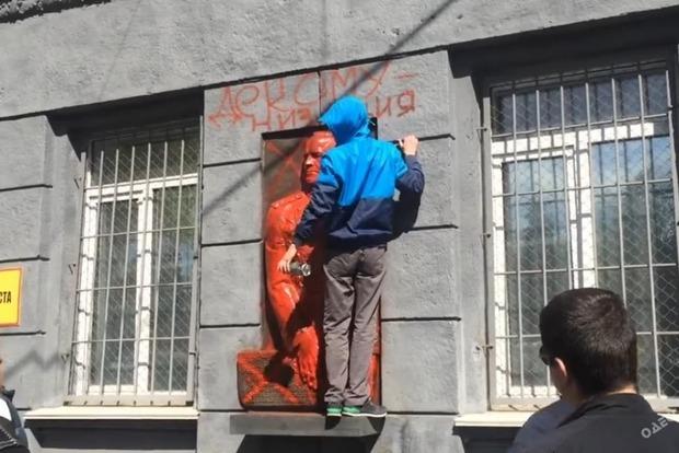 В Одессе активисты повредили два памятника маршалу Жукову