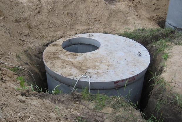 Мужчина погиб в  выгребной яме в Житомирской области