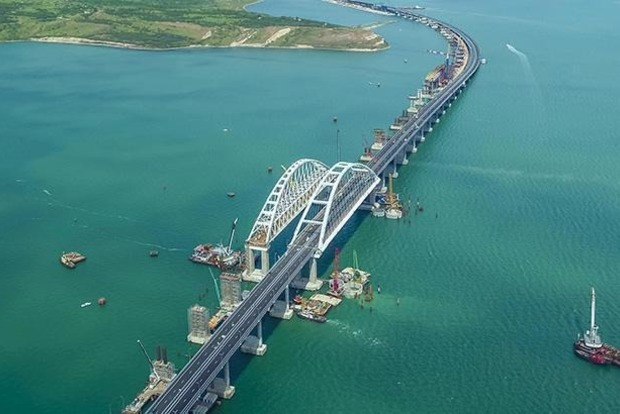 Можно включить грязевой вулкан: политолог предложил помочь природе уничтожить Крымский мост