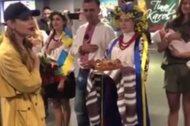 Тина Кароль восхитила украинцев патриотичным поступком в аэропорту Латвии