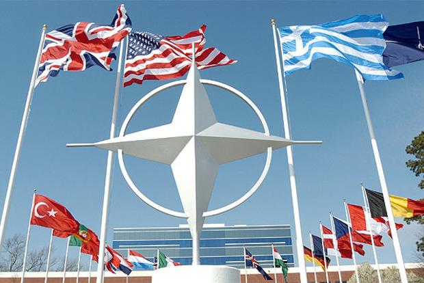 Столтенберг сообщил о согласии НАТО на участие в коалиции против ИГИЛ