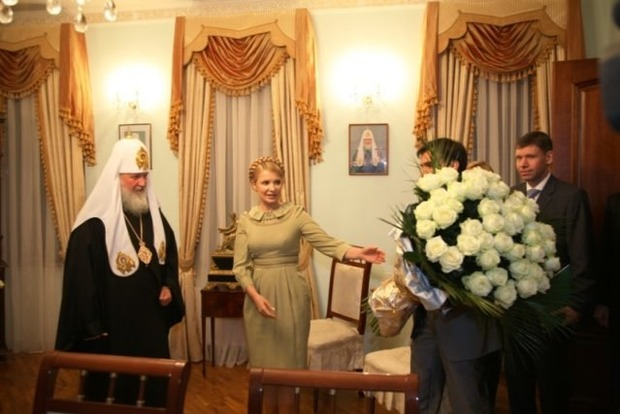 Руки Кириллу лобызала. На Тернопольщине появились скандальные билборды с Тимошенко