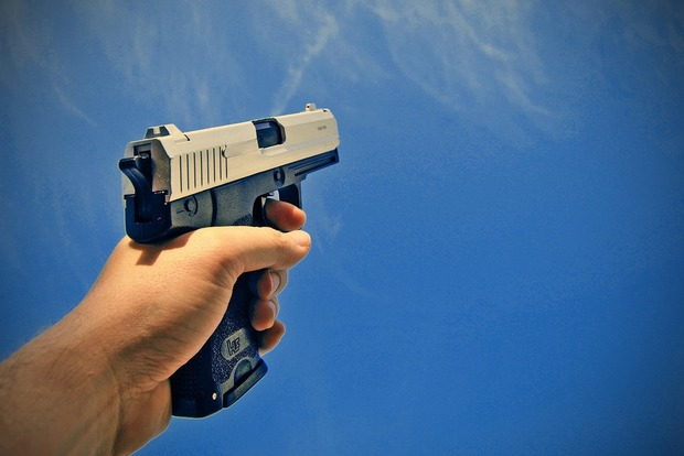 В Харькове на остановке застрелили парня: полиция разыскивает преступника