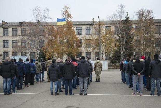 Мажору не служать? У Києві ухиляються від армії 33 тисячі призовників
