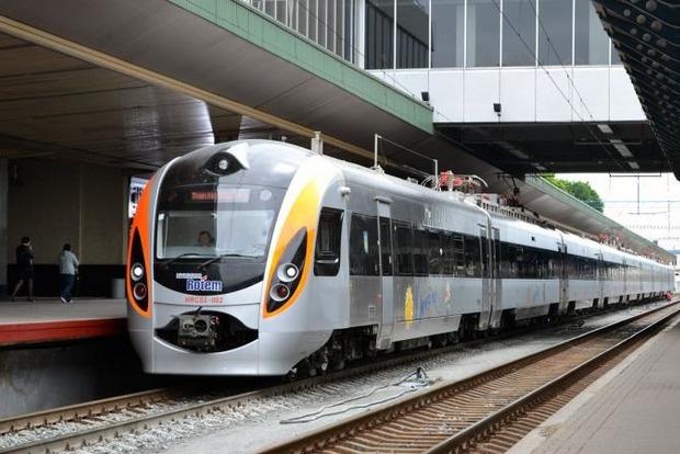 Варшава: «Укрзализныця» понижает практически вдвое стоимость билетов напоезд Киев