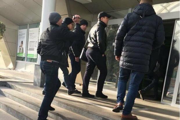 Працівники ГПУ прийшли з обшуками в головний офіс ПриватБанку