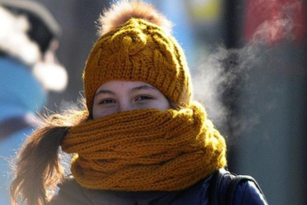 Предупреждают дерматологи: зимние шарфы способствуют появлению прыщей