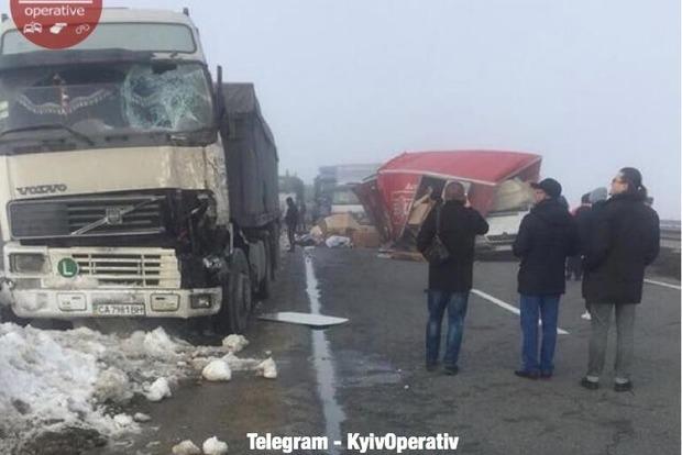 Тягач устроил смертельное ДТП на трассе Киев-Одесса