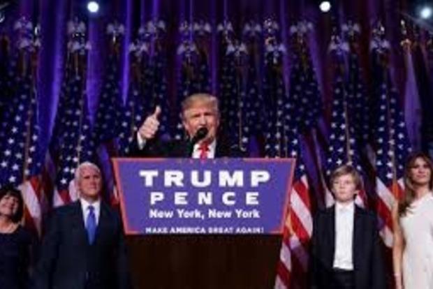 Телеведущий высмеял речь Трампа, который «украл» слова из фильма «Блондинка в законе»