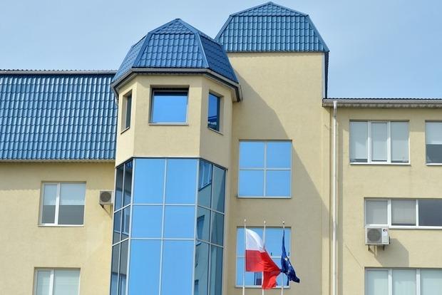 Неизвестные взорвали петарду около польского консульства вЛуцке