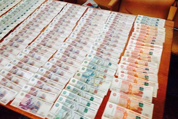 В Луганской области «Фантом» задержал двух граждан, которые пытались незаконно провезти на оккупированную территорию сигареты и деньги