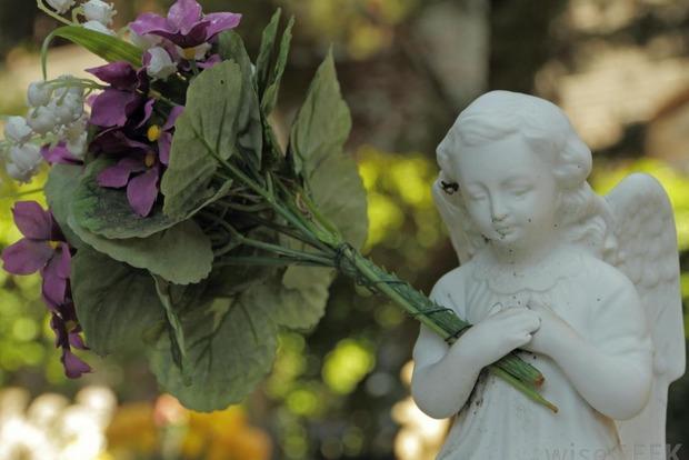 Под Одессой надгробная плита убила маленького ребенка