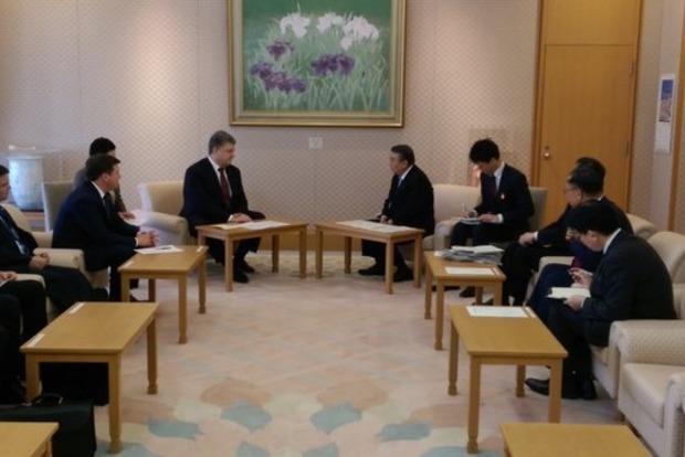 Порошенко просит парламент Японии способствовать давлению на Россию