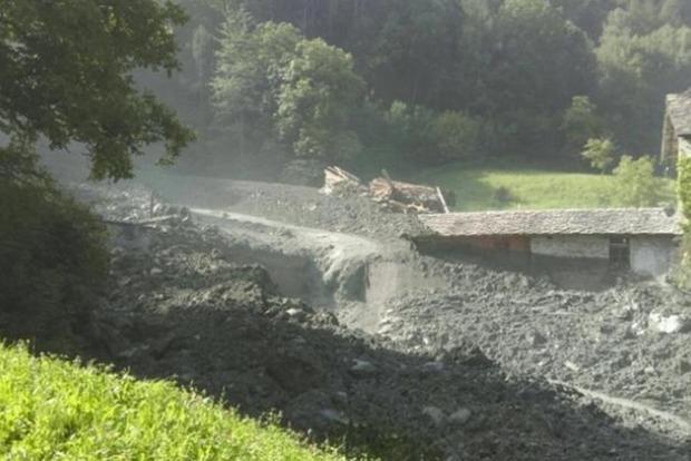 Масштабный оползень вгорах Швейцарии: восемь человек пропали без вести