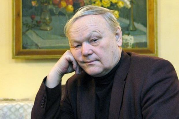 На 82-м году жизни скончался поэт Борис Олийнык
