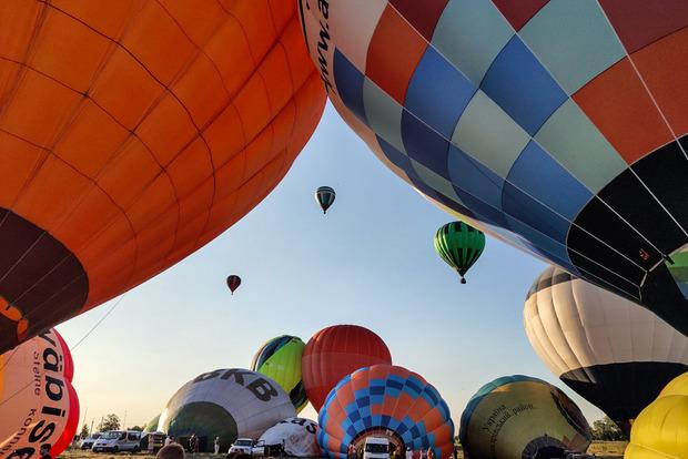 Фестиваль повітряних куль під Києвом продовжується