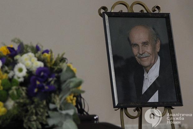 Он любил людей, верил в них, любил свою страну. Киев попрощался с Богданом Гаврилишиным
