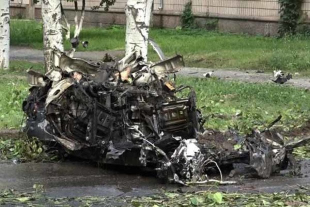 Подрыв авто в центре Луганска. Появились фото и видео