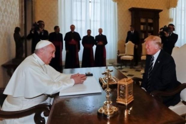 Папа Франциск попросил Трампа быть миротворцем
