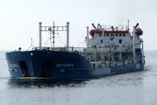 В Керченском проливе из-за моста сел на мель российский танкер