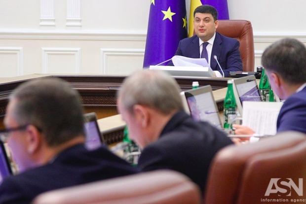 Кабмин урезал оклад генпрокурора и его замов