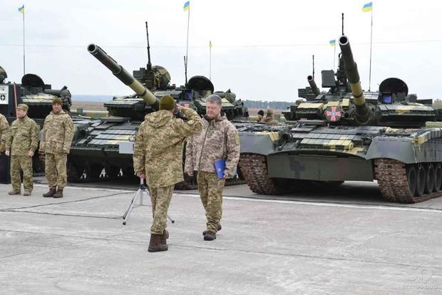 Порошенко показал новую технику, которую получила армия