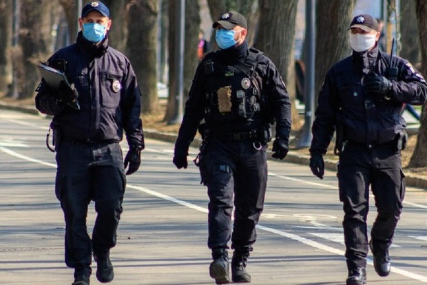 Украинцев планируют штрафовать за нарушение карантина и отсутствие маски прямо на месте: известны суммы штрафов