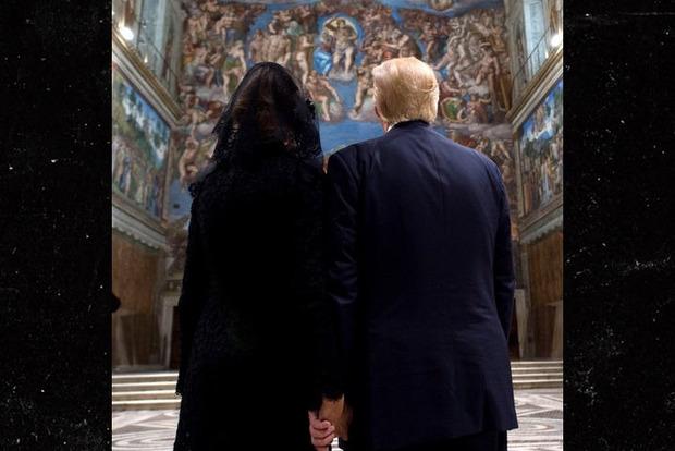 Мелания Трамп все-таки разрешила мужу взять ее руку