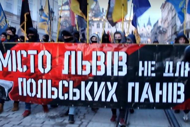 Это город Бандеры. Во Львове провели факельное шествие против политики Польши