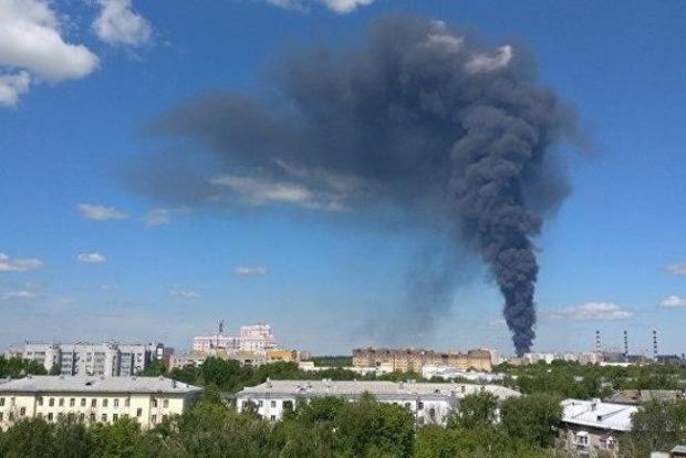 В РФ горит склад ГСМ на площади 4 тыс. квадратных метров